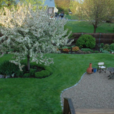 Traditional Landscape by Sunflower Designs