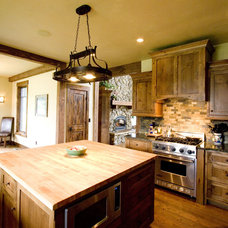Traditional Kitchen by Big Mountain Builders