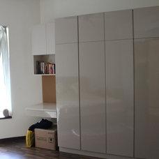 Modern Closet by DIPINDESIGN INTERIORS