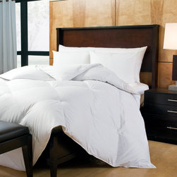 Eddie Bauer - Eddie Bauer Luxury Extra Warmth 800 Fill Power Goose Down Comforter - Stay warm in your bed with the Eddie Bauer extra warmth 800 fill power goose down comforter. Featuring a white finish,this comforter is constructed of a 300 thread count sateen cotton and filled with warm hypoallergenic goose down.