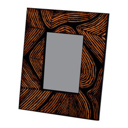 Kouboo - Picture Frame Decorated with Coconut Twig Inlay, 4 x 6 - Handcrafted with an inset made from coconut twigs, this thumbprint picture frame is perfect for that seaside family snapshot. Using beauty from nature, this photo frame reflects your attention to detail and love of the outdoors. This frames also make a thoughtful wedding, anniversary or birthday gifts.