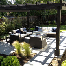Traditional Patio by Ross Knazs & Associates, Landscape Architects