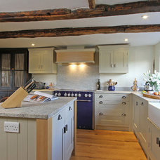 Farmhouse  by Beau-Port Kitchens