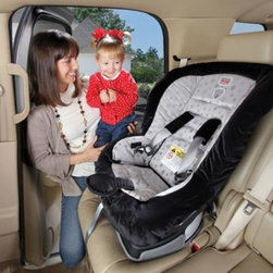 Britax - BRITAX EZ-Buckle Belly Pad in Black - This convenient accessory is designed to retain a car seat harness buckle in a forward position when unbuckled for easy boarding. It also provides additional comfort and padding between the car seat buckle and your child for more enjoyable car rides.