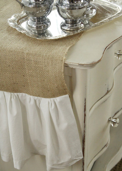 Make an affordable and easy ruffled burlap table runner in a few ...