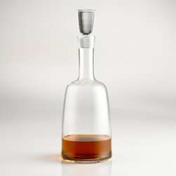 Windsor Whiskey Decanter - Only the finest for the sophisticated whiskey lover. The sleek lines of this refined whiskey decanter were inspired by the speedy Derby horse races. Serve up your finest whiskey in this stylish decanter.