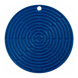 Le Creuset - Le Creuset 8 Inch Round Silicone Cool Tool Trivet - The silicone trivet blends the functionality and performance of silicone with the decorative stylings of cast iron  making an elegant addition to a kitchen island, table setting or beside the stovetop.