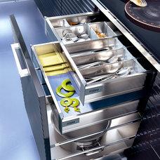 Modern  by Domani Kitchens / Pedini Ontario