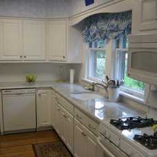 Traditional Kitchen by ROCK ROSE STONE FABRICATION INC.