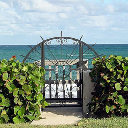 SEASIDE GATE IN PALM BEACH - GLENZZO