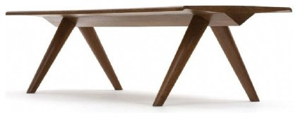 Modern Dining Tables by Espasso