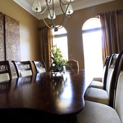 traditional dining room by Jennifer Taylor Design