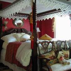 Traditional Bedroom by Alvarodesign LLC