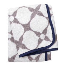 "Jonathan Adler - Jonathan Adler Hollywood Hand Towel - Jonathan Adler's stylish hand towel energizes bathrooms with the designer's ""happy chic"" aesthetic. A reversible gray-and-white woven pattern forms a mod floral motif on the Hollywood design, while contrasting navy piping makes the contemporary pattern pop. 18""W x 30""H; 100% Pima cotton; 650 gsm"