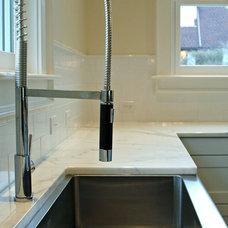 Modern Kitchen by Michaelson Homes LLC
