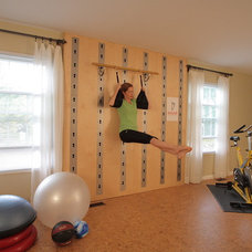 Modern Home Gym by Isawall Systems LLC