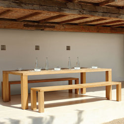 Square Collection by Gloster - Modern and rustic, the clean lines of this set create a simplified space that let your natural settings and delicious meal take center stage.