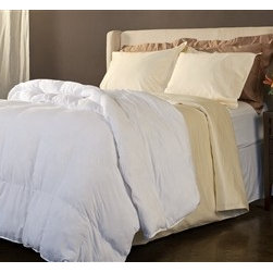 Bedding Web Store - White Comforter-Down Alternative - Enjoy the comfort of this extremely soft down alternative comforter.  This comforter is hypoallergenic and it will keep you warm without a lot of extra weight.  This is an extremely inexpensive way to enjoy a comfortable quality sleep.  This comforter is available in three sizes.