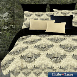 Veratex - Street Revival Winged Skull Twin-size 6-Piece Bed in a Bag with Sheet Set - The winged skull twin-size bed in a bag is perfect for those who enjoy skull patterns. This set comes with a comforter, pillow case, bedskirt, flat and fitted sheet, and a sham. It is made of one hundred percent polyester and is machine washable.