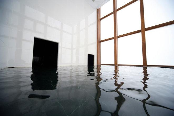 Hoshinoya Karuizawa - Daylight Bath.jpg
