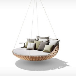 Swingerst Hanging Lounger, Natural - Swingrest will make you look at the outdoor life in a brand new way. This daybed swing is perfect for hanging on the terrace, veranda — or even indoors. Lazy days at their best!