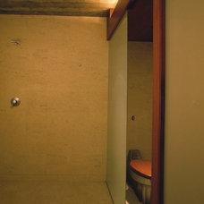 Modern Bathroom by Studio 0.10 Architects