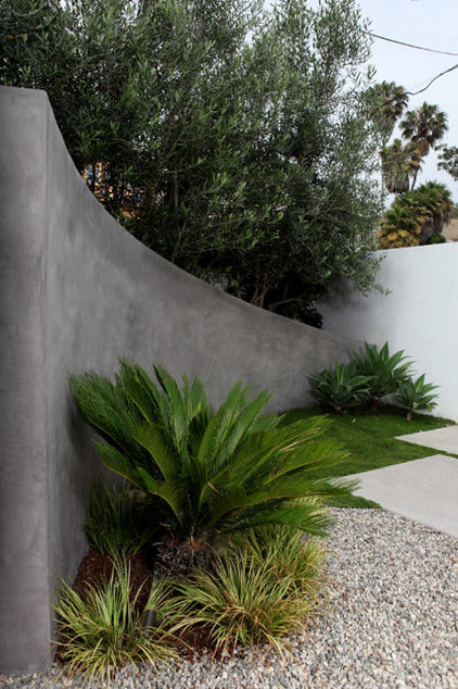 Modern Landscaping Stones And Pavers by Cassy Aoyagi, FormLA Landscaping