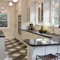 B&W kitchen floor