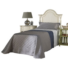 Traditional Beds by Carolina Rustica