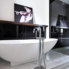 Contemporary Bathtubs by David Giral Photography