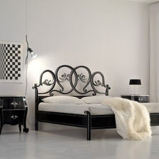 Traditional Beds by Nella Vetrina