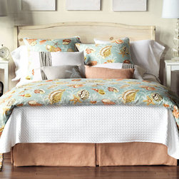 Eastern Accents - Jolie Bedset - Let Niche's Jolie collection take your dreams to the pristine white sand beaches of the tropics. This fresh and airy ensemble was inspired by the images of summery resorts.