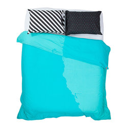 SWENYO - White, Black & Teal Duvet Cover & Pillowcase Set - Curl up for a comfortable night's sleep with this plush duvet cover set that features vivid color, cushy cotton fabric and coordinating pillowcases for a pop of personality and texture in the bedroom.   Includes duvet cover and two pillowcases (twin size includes one pillowcase) 100% cotton Machine wash Imported