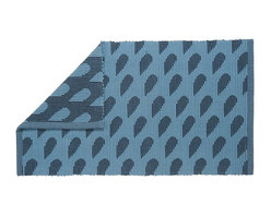Danica Studio - Raindrop Jacquard Mat - This playful bath mat will have you singin' in the rain! The simple droplet design adds a touch of whimsy to your washroom. It's even reversible for when you feel like changing your tune.