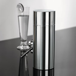 Stelton - Stelton Cylinda-Line Cocktail Shaker - Cylinda-Line Cocktail Shaker. Arne Jacobsen''s Cylinda-Line in stainless steel is the essence of functional design, which is before its time - and world class design. The Cylinda-Line collection became in instant classic after its introduction. The cutting-edge technology and timless design won this collection the ID Design award in 1967. Made of 18/8 brushed stainless steel. Manufactured by Stelton. Designed in 1969.