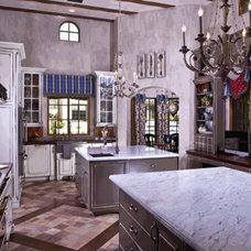Traditional Kitchen by VM Concept Interior Design Studio