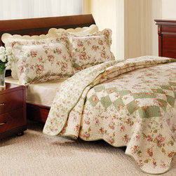 None - Bliss Ivory Full/ Queen-size 3-piece Quilt Set - This homey traditional quilt set will add quaint and comfortable charm to your bedroom. Featuring scalloped borders that accentuate the green detailing on the comforter and shams,this ivory and floral set will easily complement your existing decor.