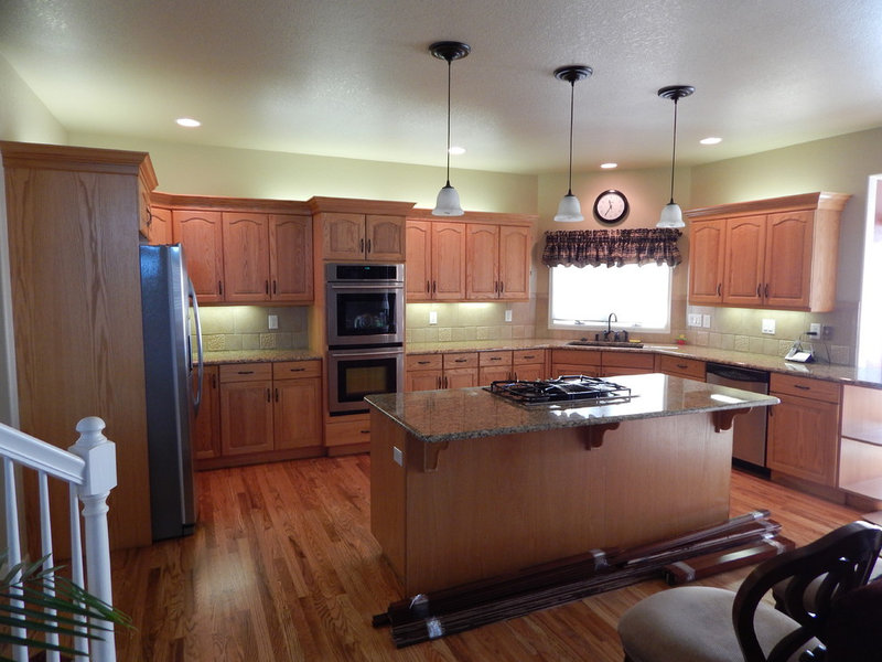 Traditional  by Custom Classic Cabinetry