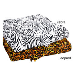 None - All Seasons Animal Print Microplush Fleece Blanket - Unleash your wild side with this trendy fleece blanket. Made from 100 percent coral fleece, it is ideal for snuggling up on the sofa or for keeping warm in bed. The fashionable animal print design is sure to add something special to your room.