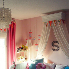 Original_Christie-Kauffman-pink-girls-room-with-bed-crown_s3x4_lg.jpg