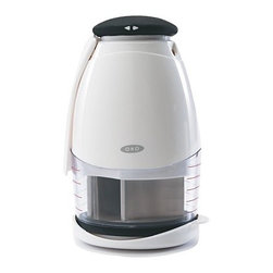 OXO Chopper - Onions, garlic, herbs or nuts are chopped within minutes with this chopper. The ingredients can be chopped in the base of the chopper or directly on a chopping board.