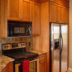 traditional kitchen by R Henry Construction Inc.