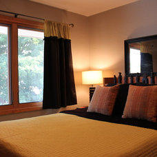Modern Bedroom by Designers i llc
