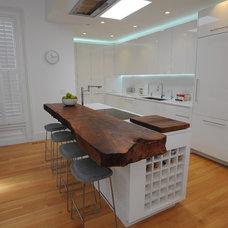 Modern Kitchen by DMC San Francisco