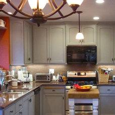 Farmhouse Kitchen by Seacliff Construction & Design