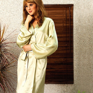 Kumi Short Robe - Indulgence beckons by day and gives a nod to night with the Kumi Short Robe. Exquisite reversible silk creates a flowing and perfectly proportioned silhouette. Classic styling reminiscent of classic Hollywood glamour is presented in the self collar and slash side pockets. Practical for everyday elegance yet sophisticated enough for evening allure.