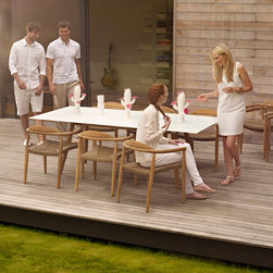 Gloster - Dasnk Outdoor Dining - Dansk strikes a familiar chord with its clean, tapering lines that reflect a classic, Danish furniture design for all seasons.