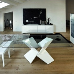 Rossetto R348201000017 Sapphire Dining Table in White with Glass Top - The floating glass top on this table lets the pleated modern base steal the show. If you're looking for a sculptural focal point, this base is perfect.