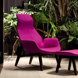 Poliform Ventura Lounge armchair - Enveloping, fluid and sensual shapes for an upholstered comfort and refinement. This collection is the quintessence of the style and know-how of the Massaud/Poliform for a well-off but contemporary comfort.