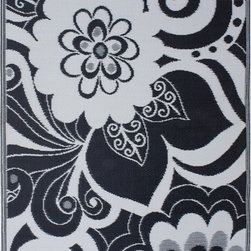 Fab Habitat Maui Indoor/Outdoor Rug, Black and Cream - This black and white rug is sure to add a little drama to any room.